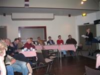Avond-voorzitter Lies Siegersma houdt de vragenronde met de gemeenteraadsleden