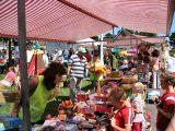 Gezellige drukte tijdens rommelmarkt sv Donkerbroek