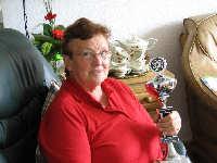 De kampioene met haar trofee