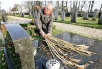 Begraafplaats Donkerbroek geplaagd door vazendief