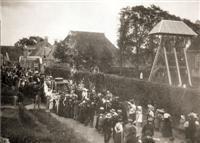 In 1913 komt de jonge koningin Wilhelmina op bezoek in Donkerbroek